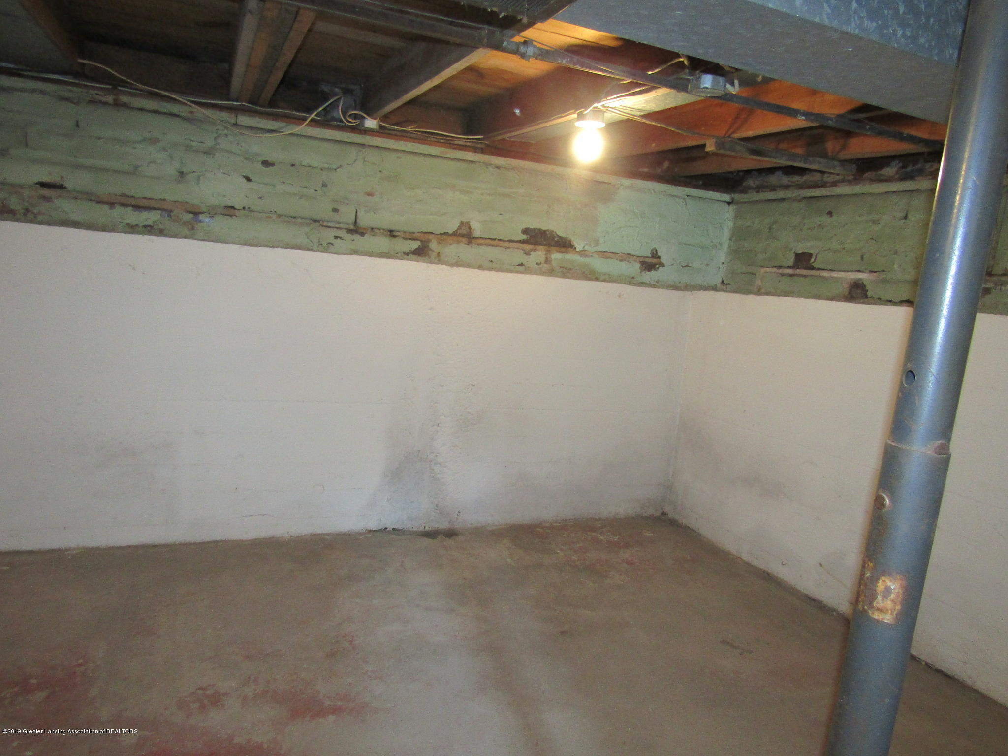 721 Pleasant St - Basement - 66