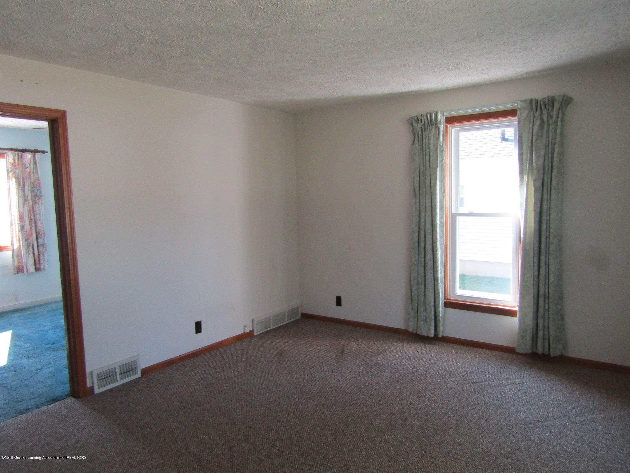 721 Pleasant St - Living Room - 28