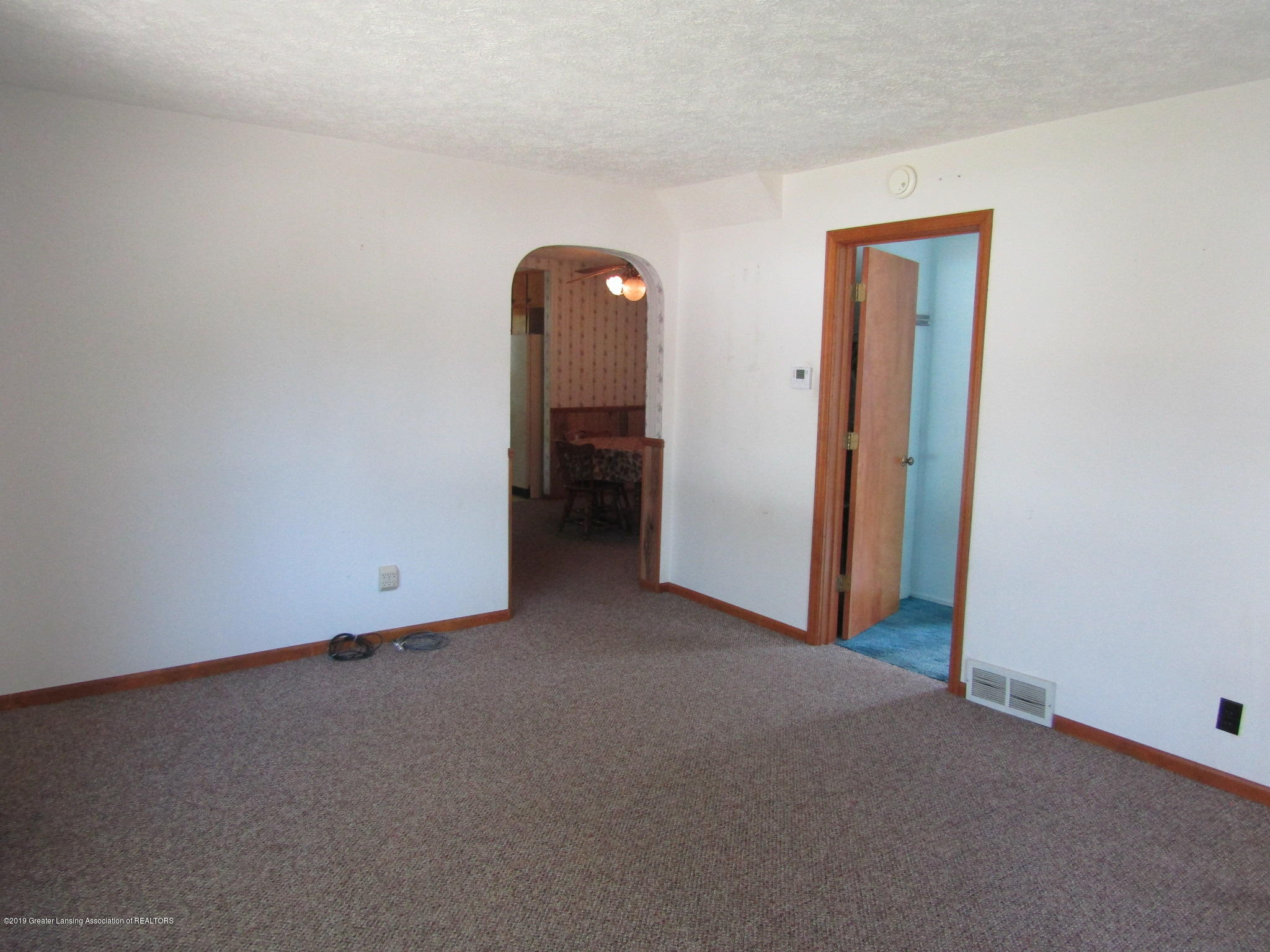 721 Pleasant St - Living Room - 22