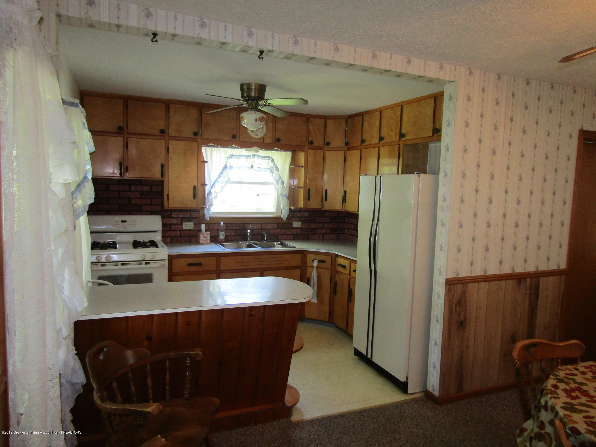 721 Pleasant St - Kitchen - 14