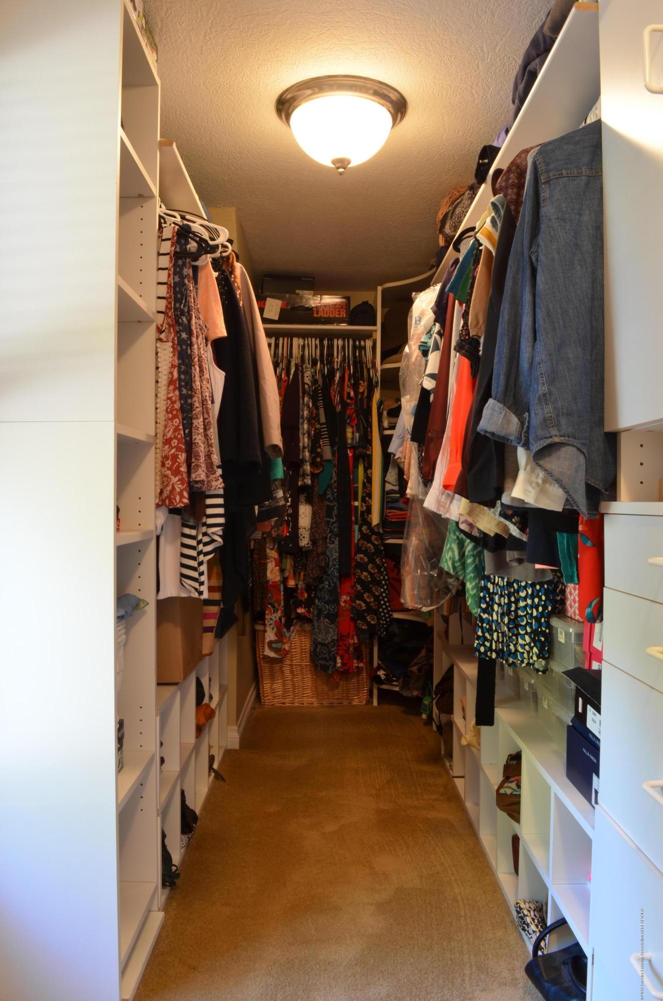 180 Cinnabar Cir - Master Walk in Closet - 16