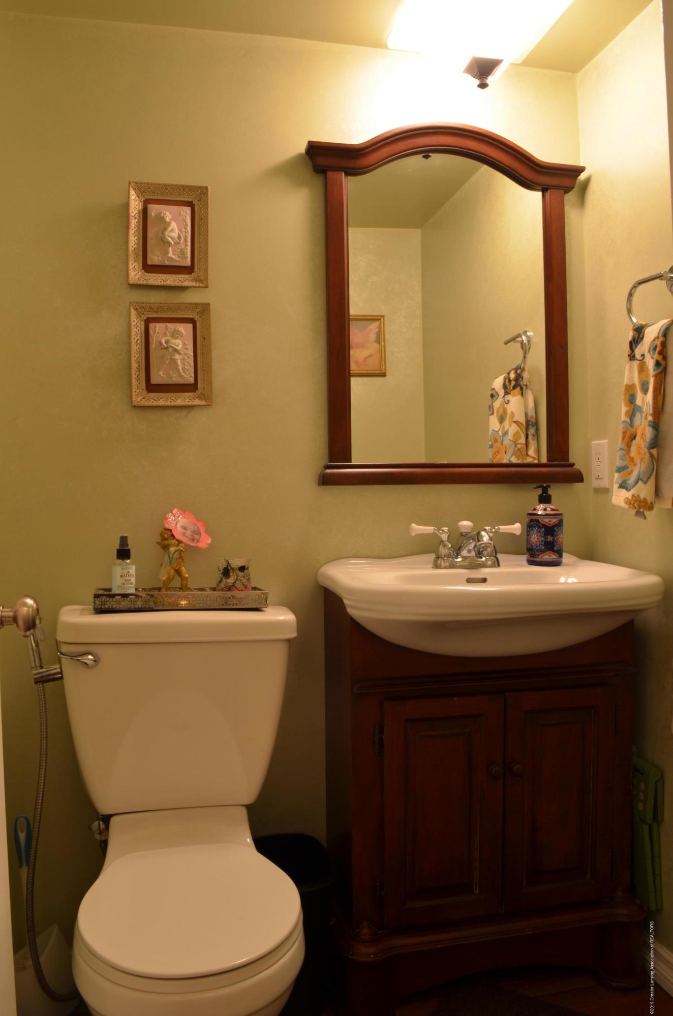 180 Cinnabar Cir - Main Floor Half Bath - 5