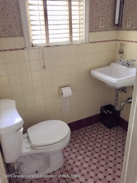 519 West St - 1/2 Bath Main Floor - 10