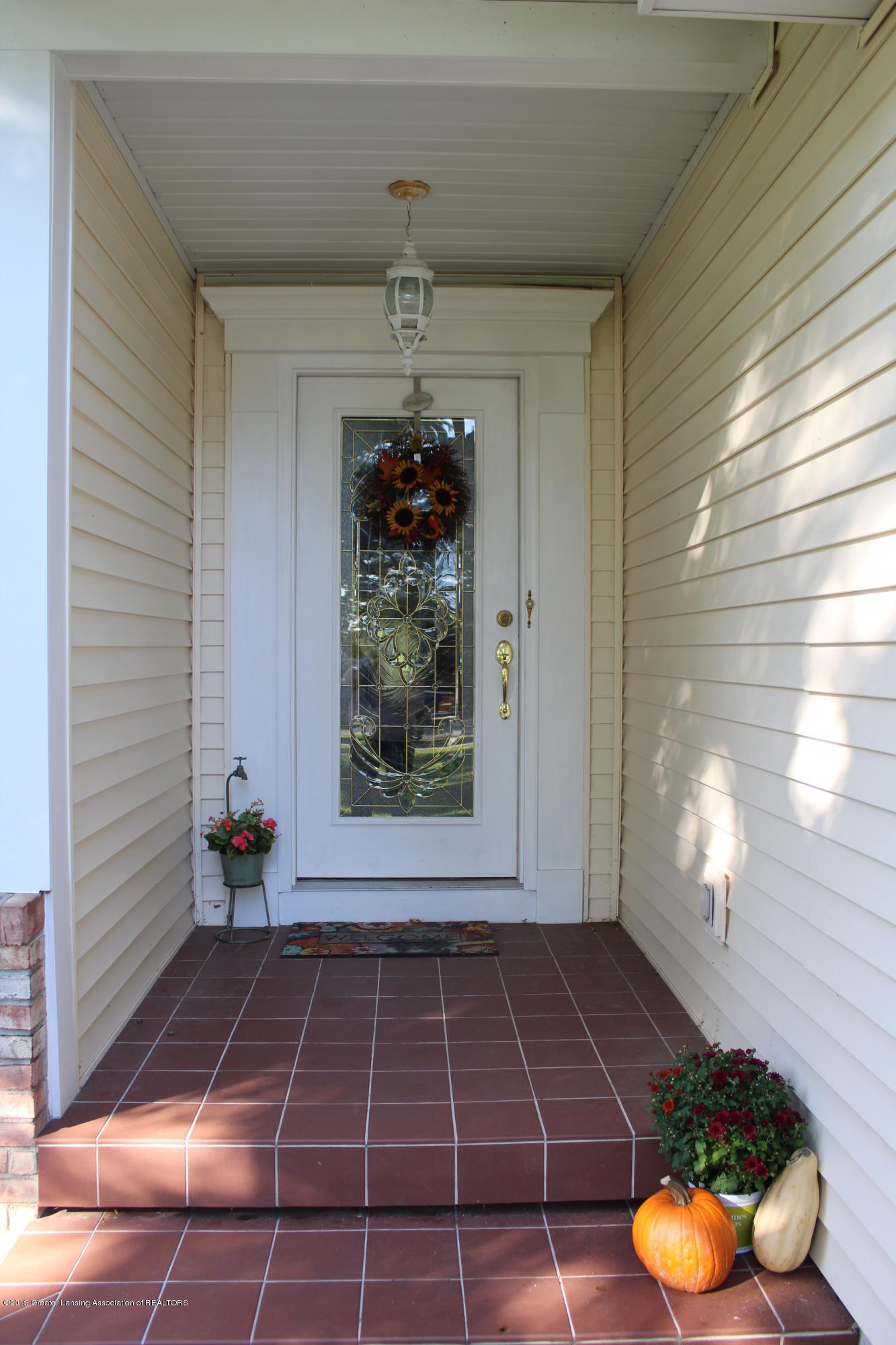 4967 Pardee Rd - covered porch - 3