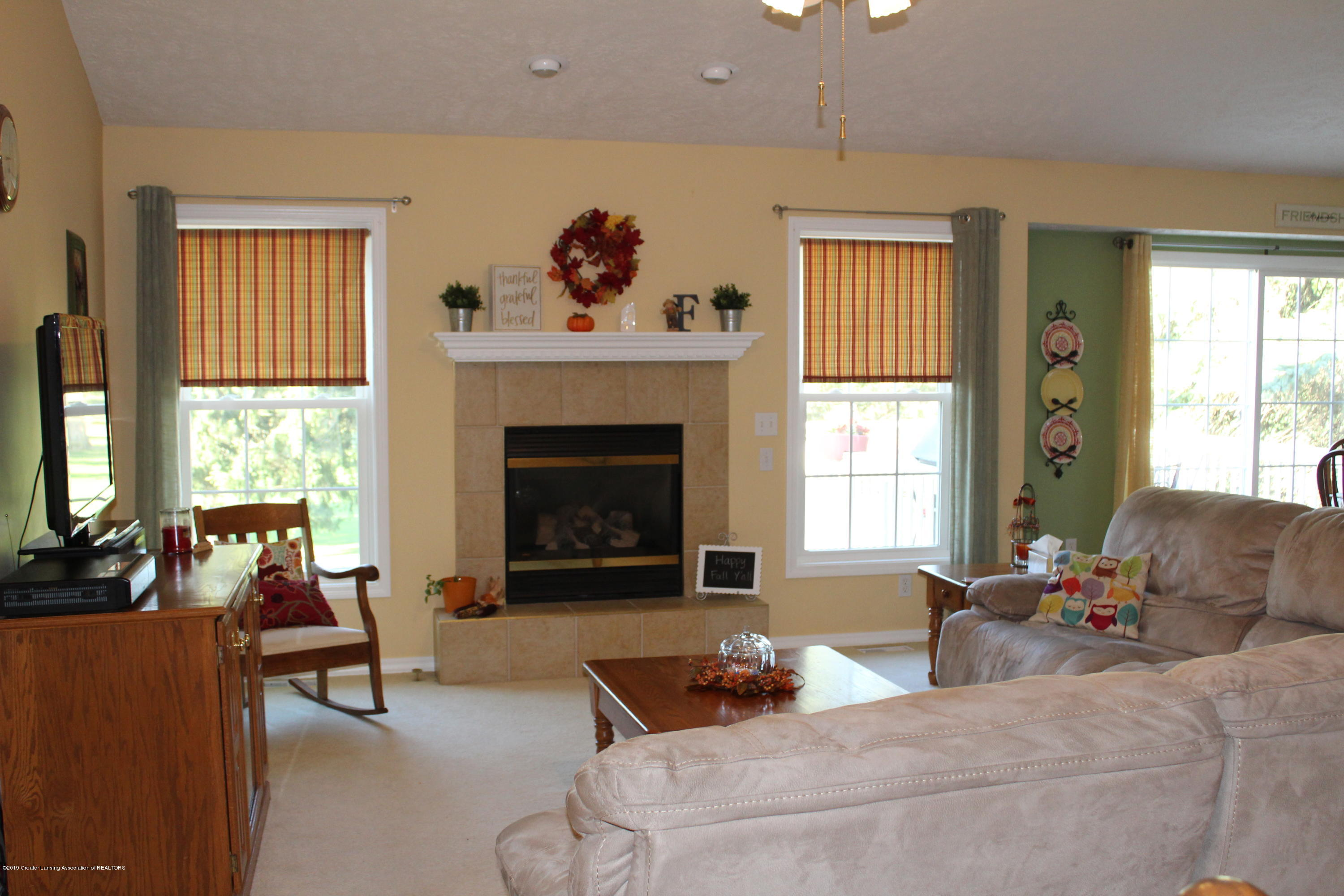 4967 Pardee Rd - living room - 17