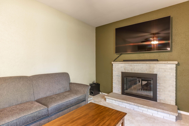 842 Tarleton Ave - Family Room - 14