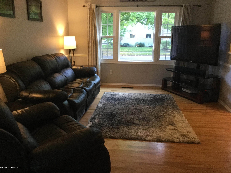 842 Tarleton Ave - Living Room - 6