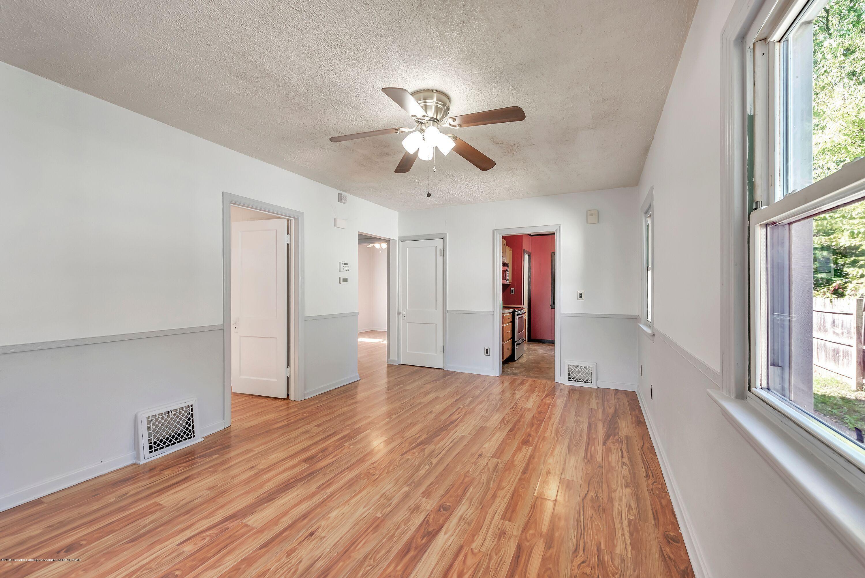 819 Holten St - living room - 3