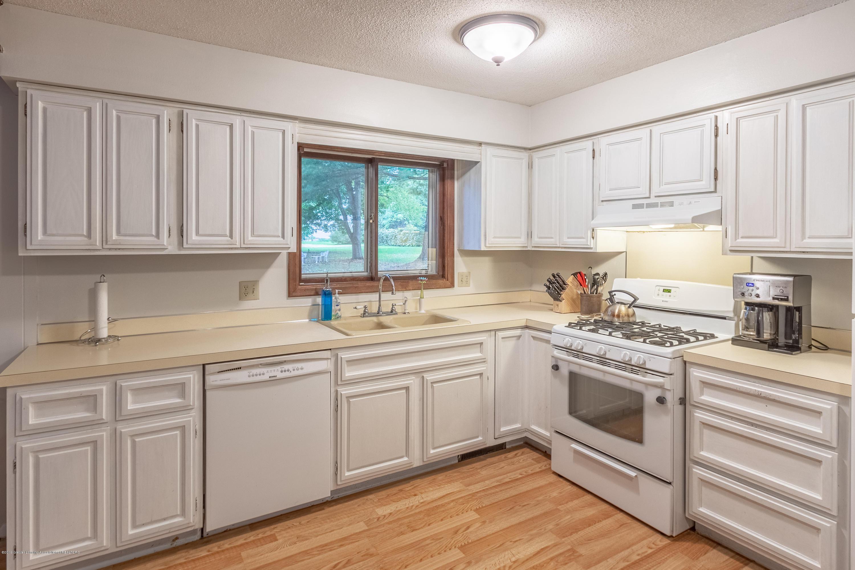 3539 W Hiawatha Dr - Kitchen - 12