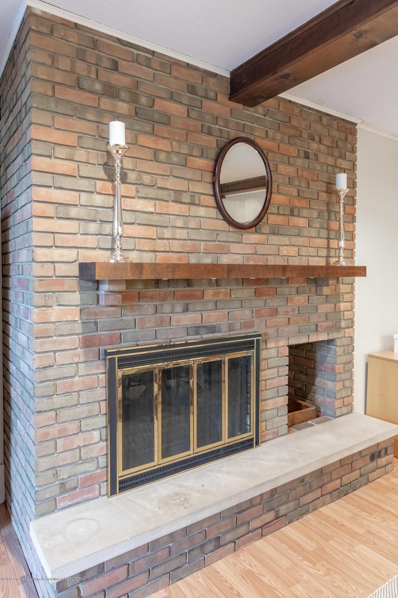 3539 W Hiawatha Dr - Fireplace - 17