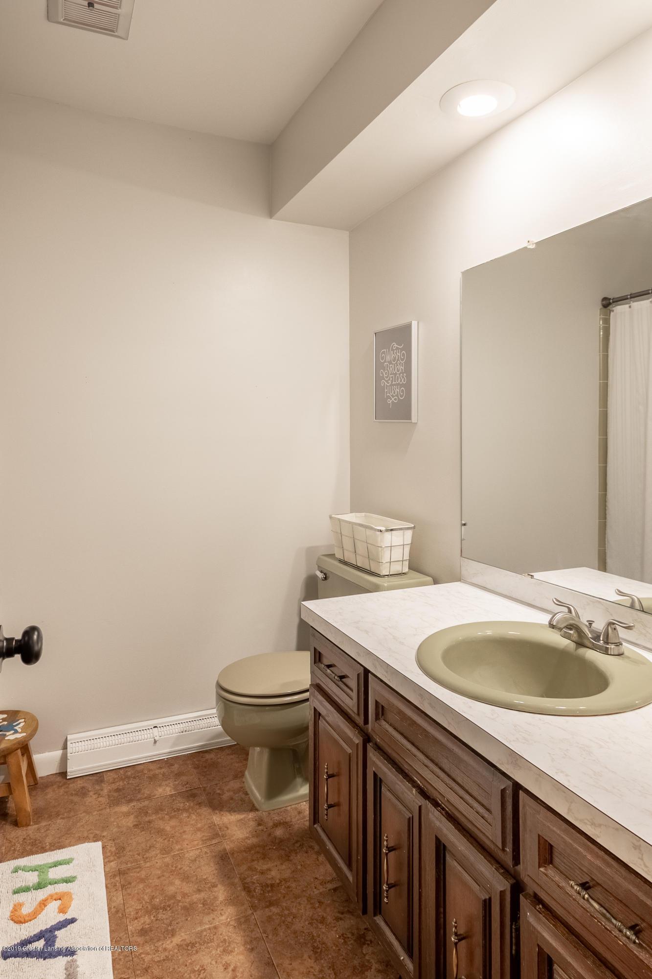 3539 W Hiawatha Dr - Main bathroom - 24