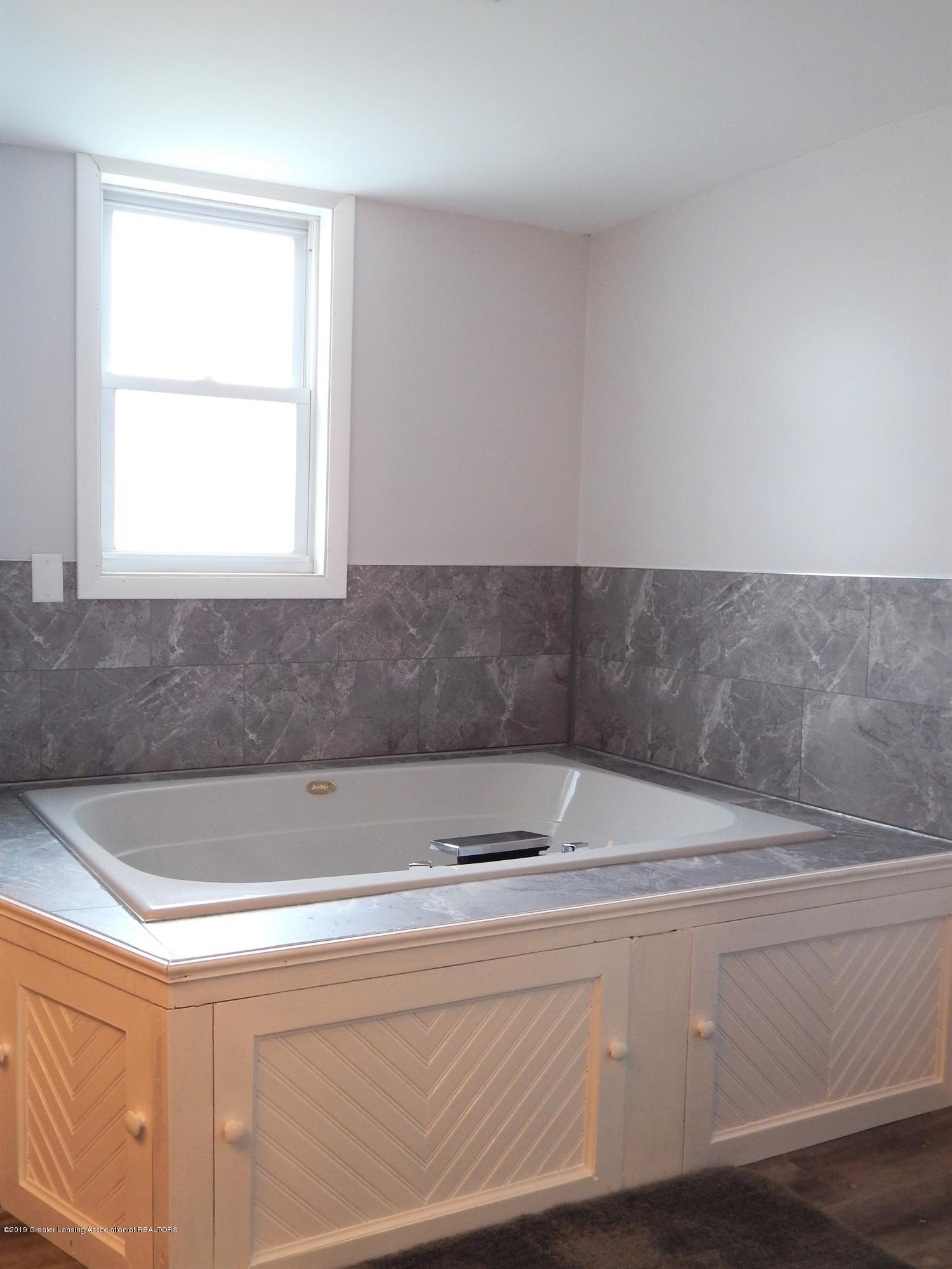 2605 Hazelwood Dr - Bathroom - 12
