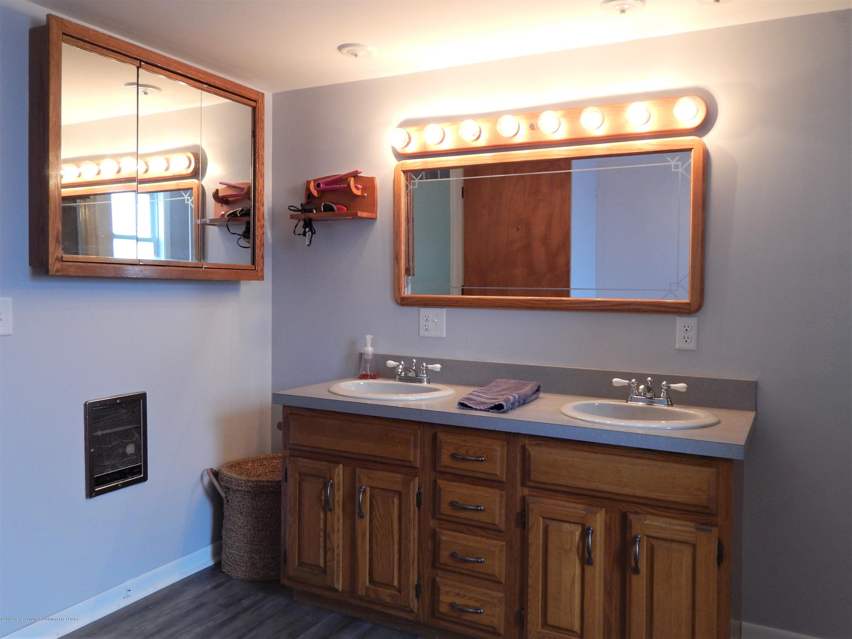 2605 Hazelwood Dr - Bathroom - 13