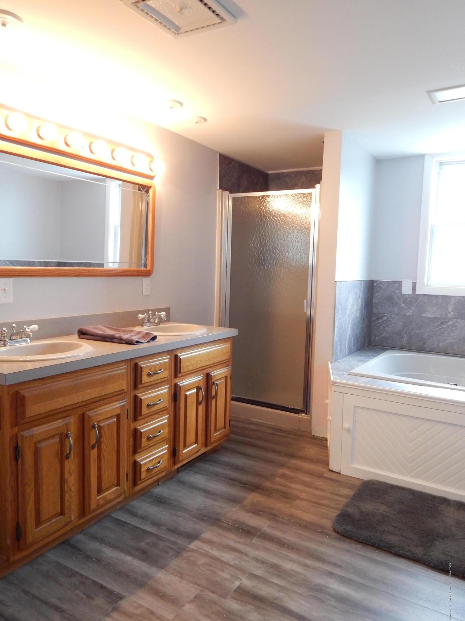 2605 Hazelwood Dr - Bathroom - 11