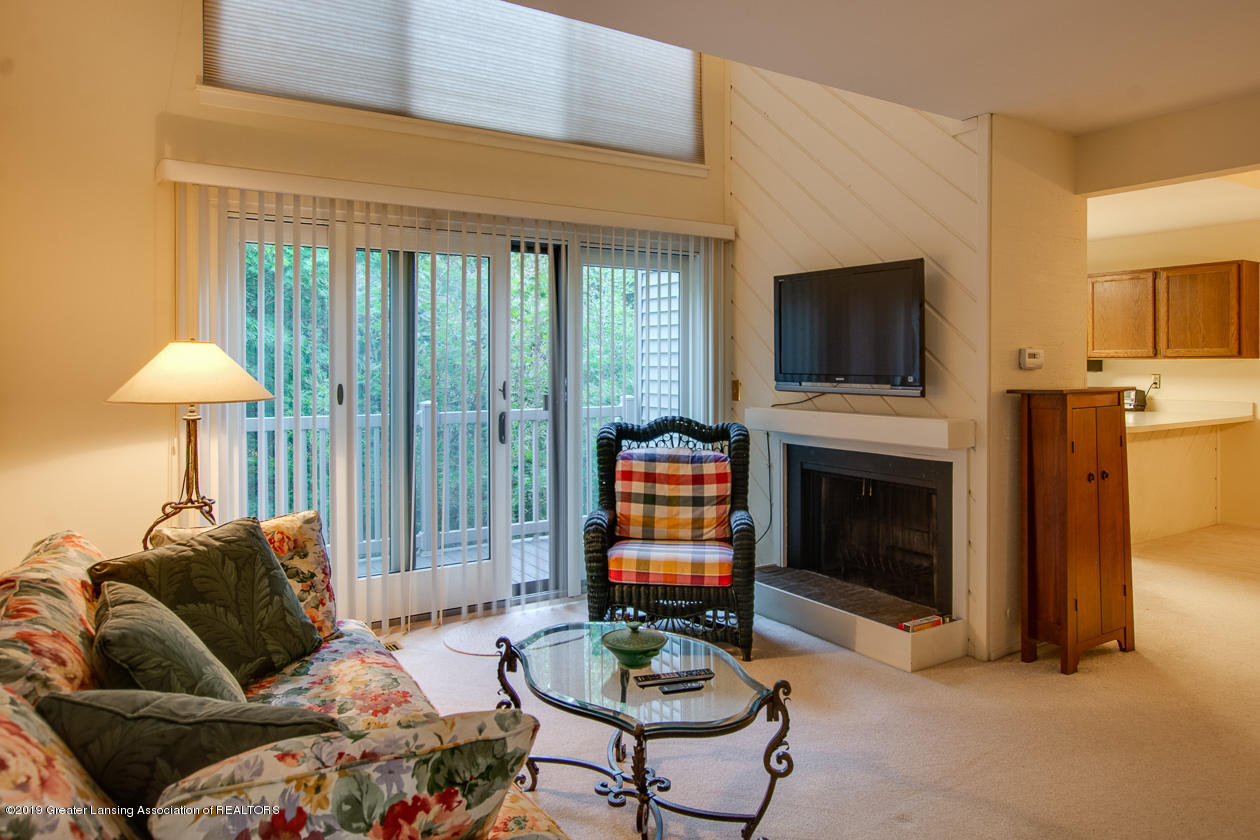 3651 E Meadows Ct 46 - Living room - 3