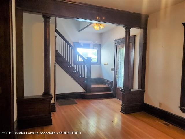 807 N Capitol Ave - Foyer1 - 4