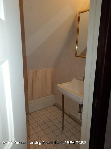 807 N Capitol Ave - Half Bath2 - 34