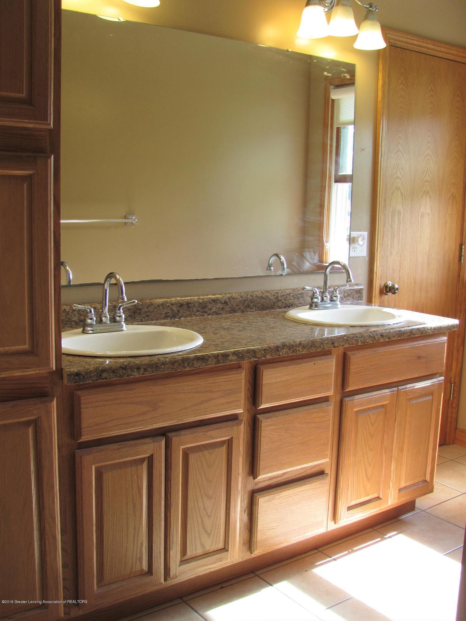 3643 E Vermontville Hwy - Master Bath - 33