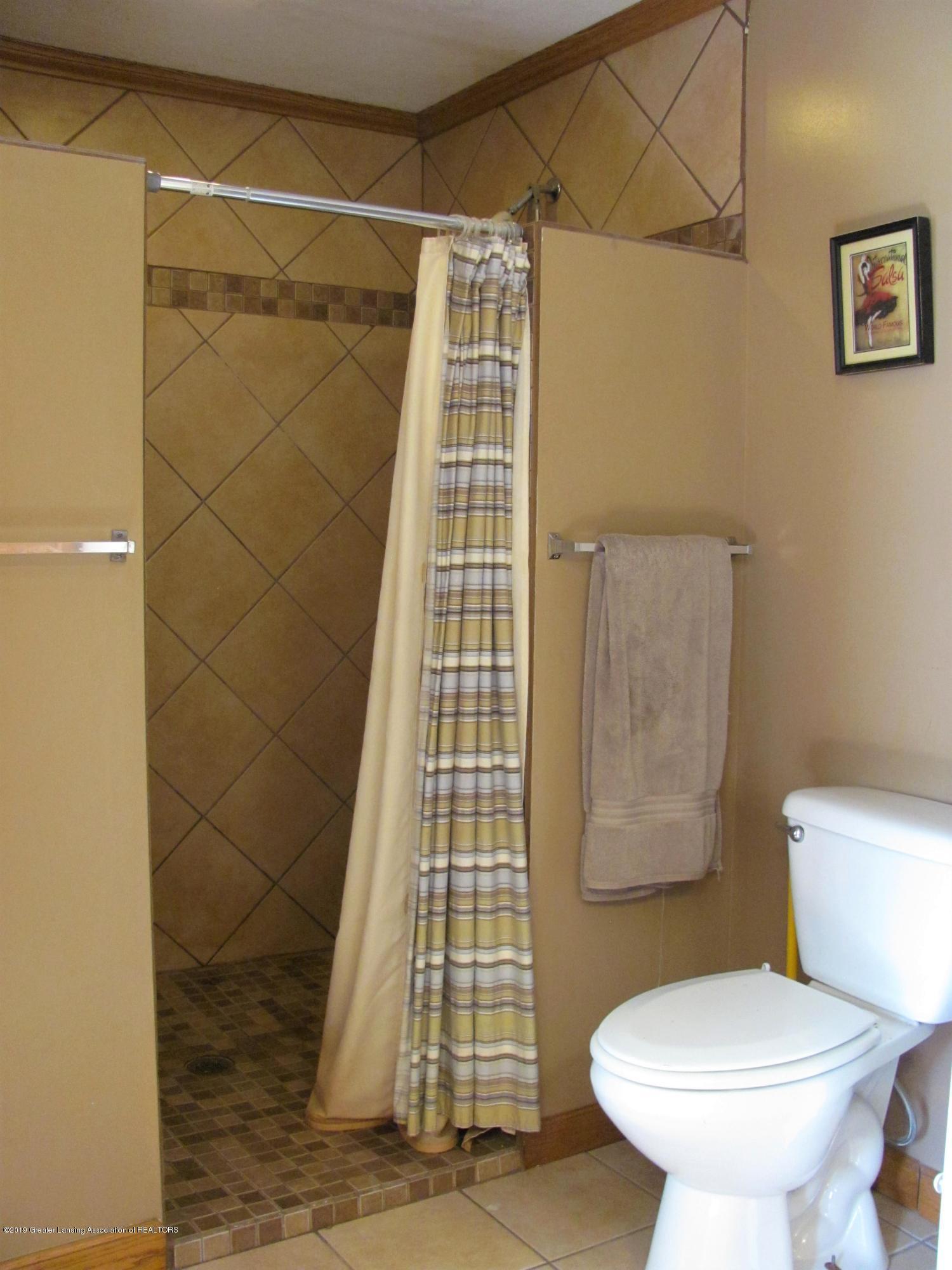 3643 E Vermontville Hwy - Master shower - 32