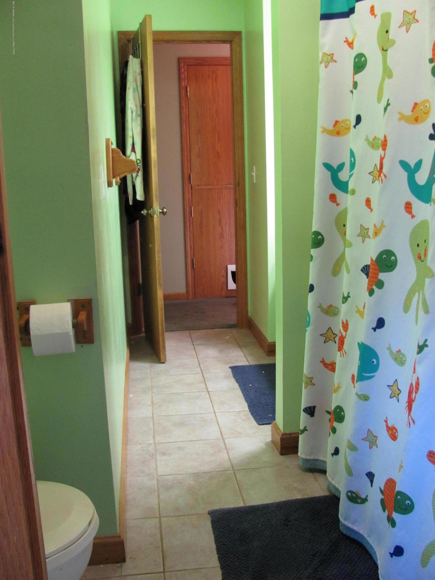 3643 E Vermontville Hwy - Full bath - 25
