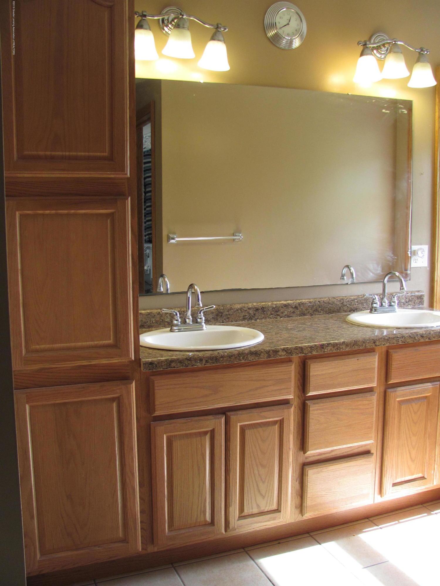 3643 E Vermontville Hwy - Master Bath - 32