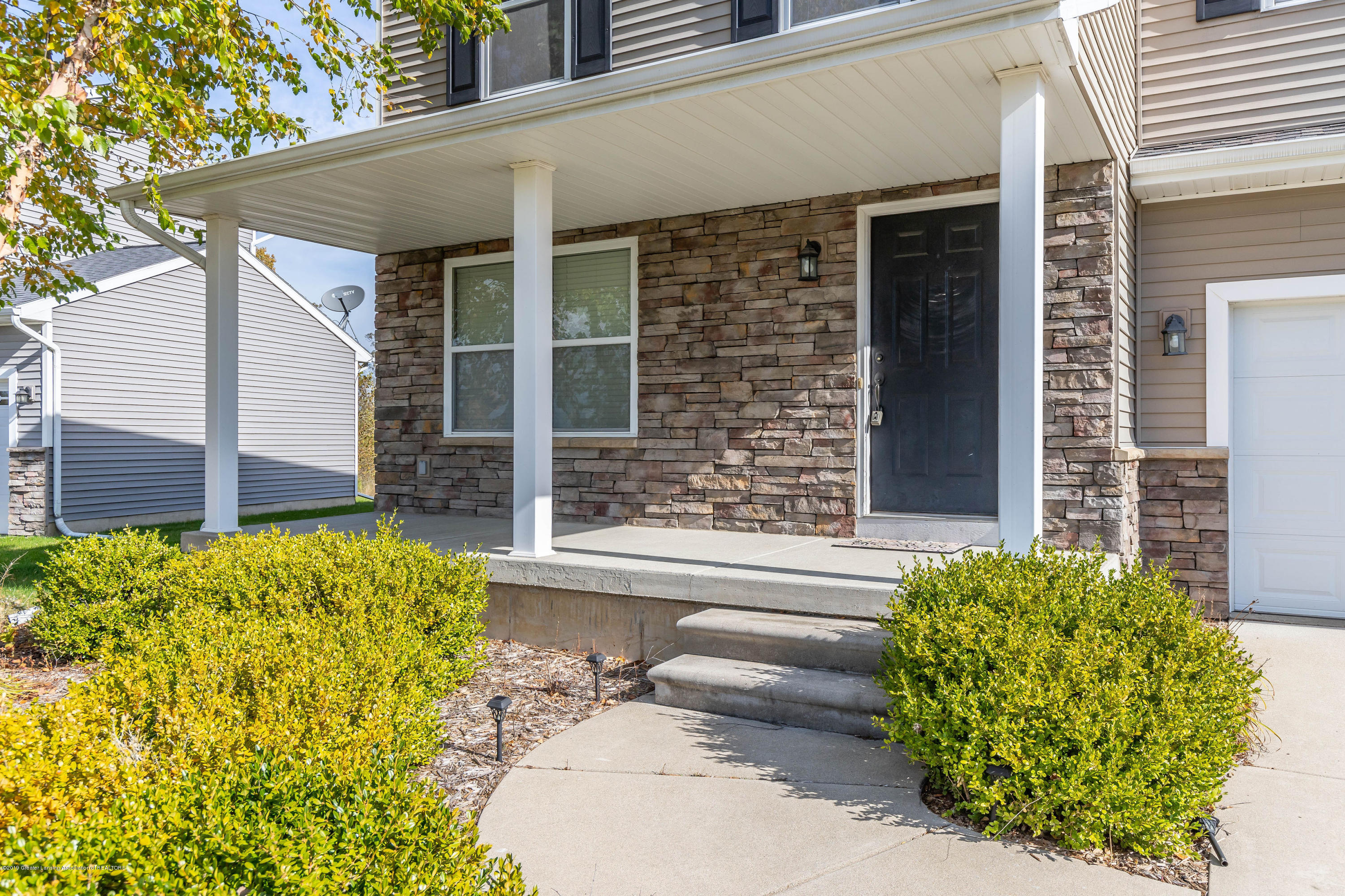 15125 Loxley Ln - loxleyfront3(1of1) - 2