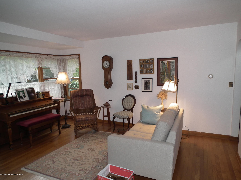 713 Spring St - Living Room b - 4