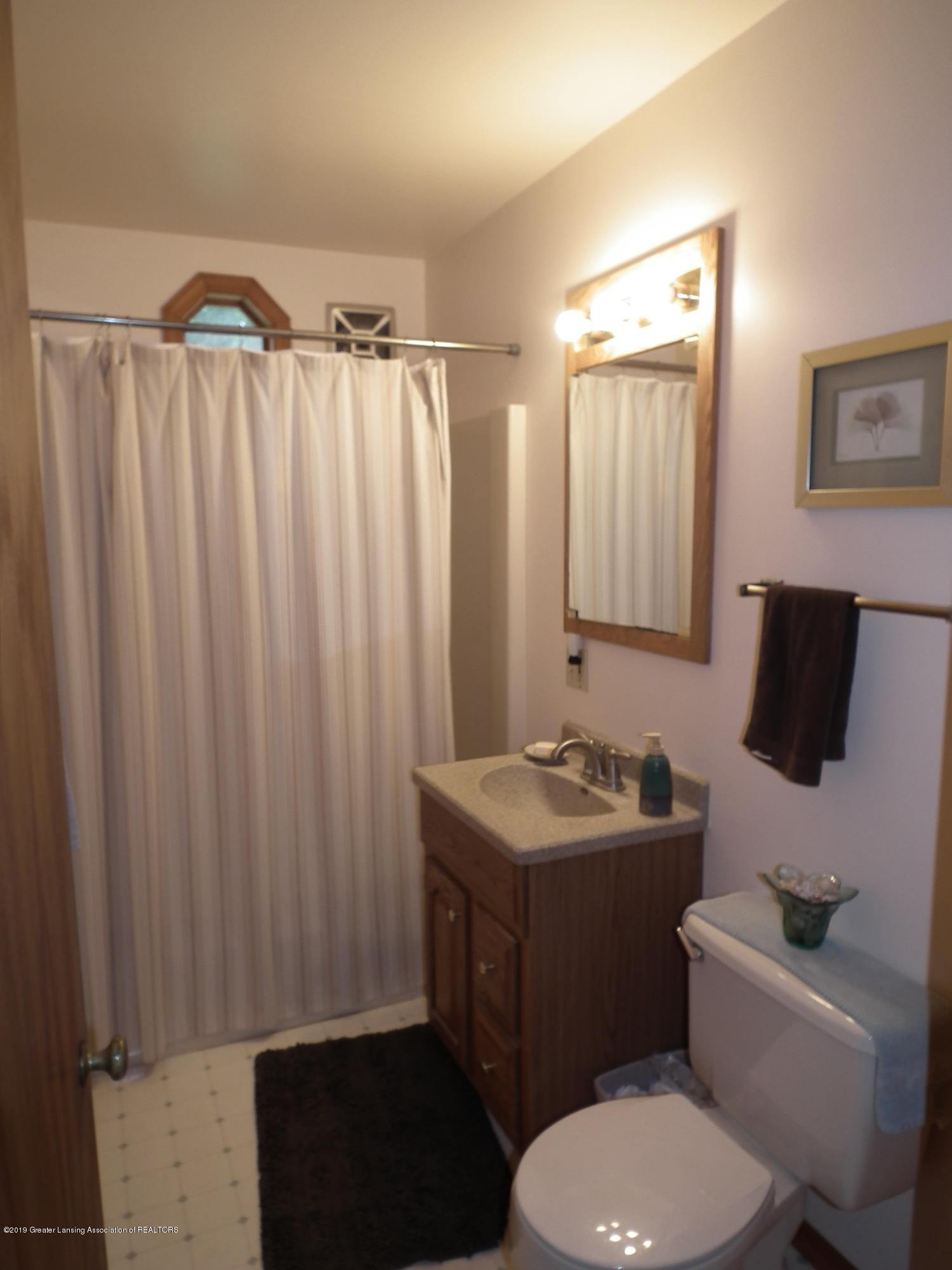 713 Spring St - Main level bath - 14