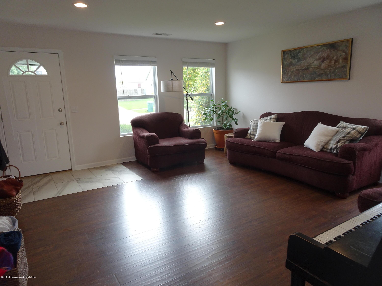 1323 Yarrow Dr - Living Room - 5