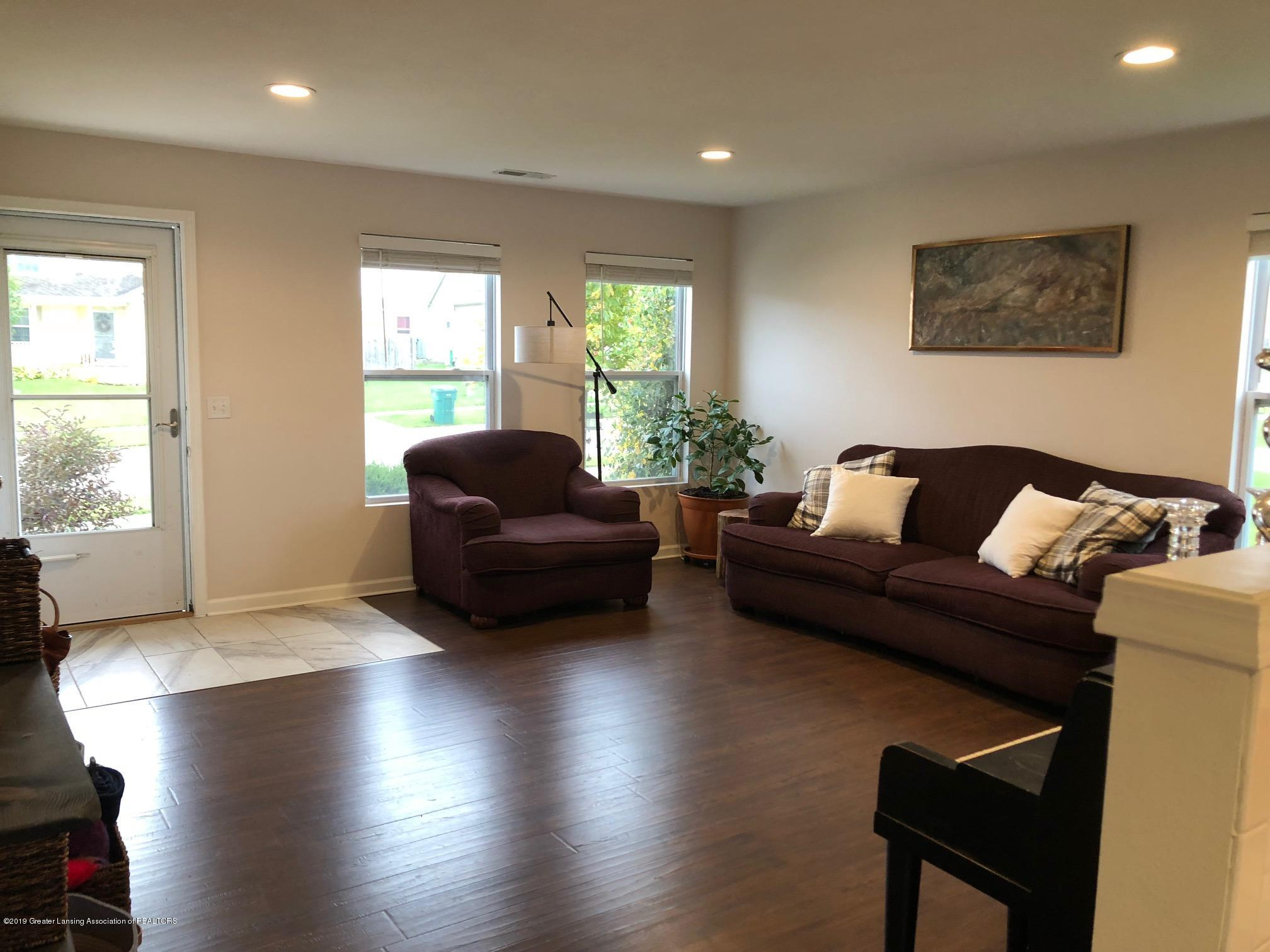 1323 Yarrow Dr - Living Room - 4