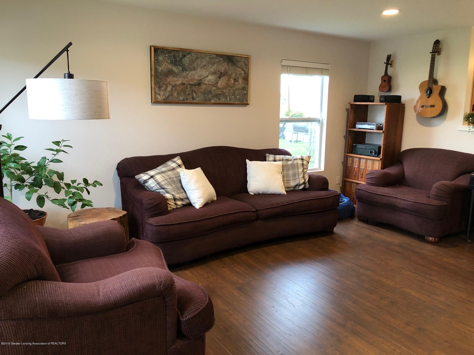 1323 Yarrow Dr - Living Room - 6