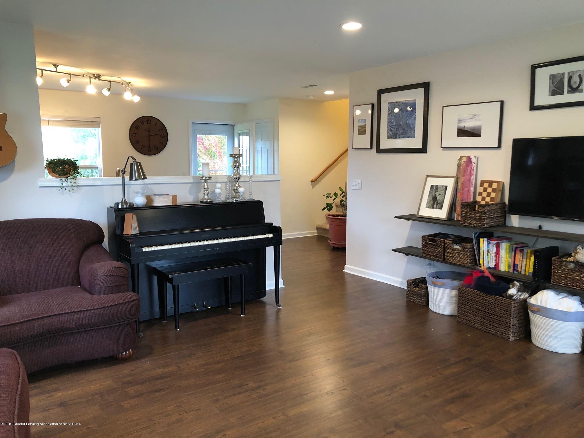 1323 Yarrow Dr - Living Room - 7
