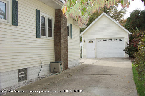 2208 Clifton Ave - CapeCod Garage - 4