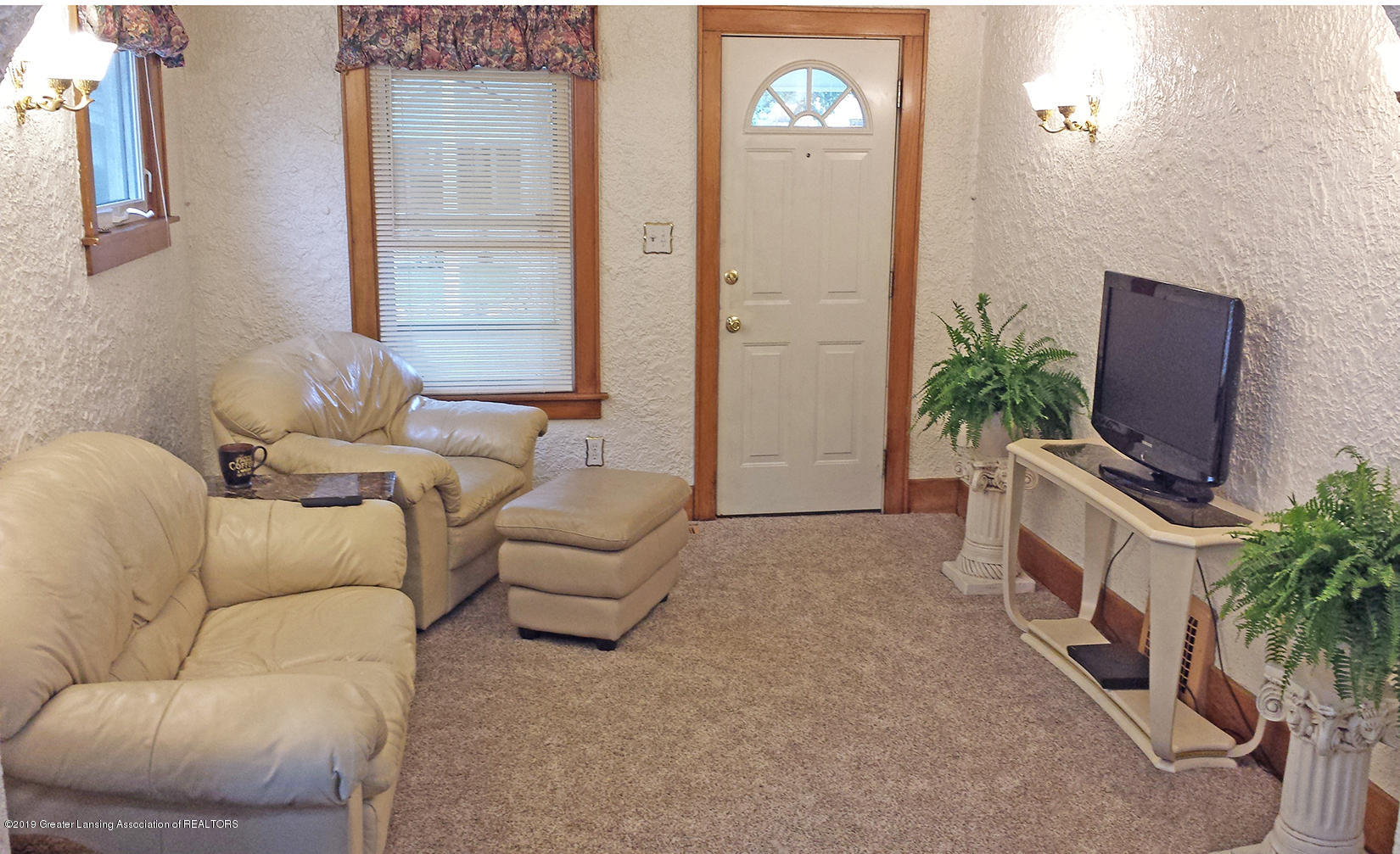 2208 Clifton Ave - Living Room - 9