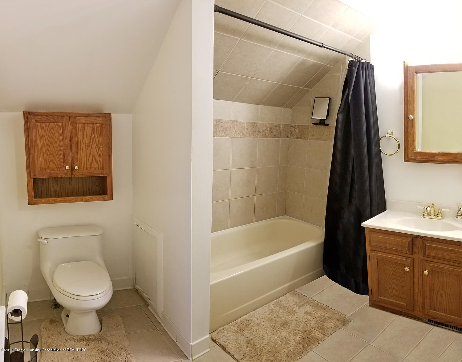2208 Clifton Ave - Upstairs Bathroom - 18
