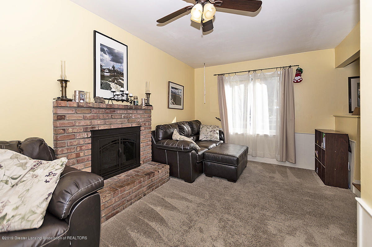 834 Tarleton Ave - 834 Tarleton family room with fireplace - 9