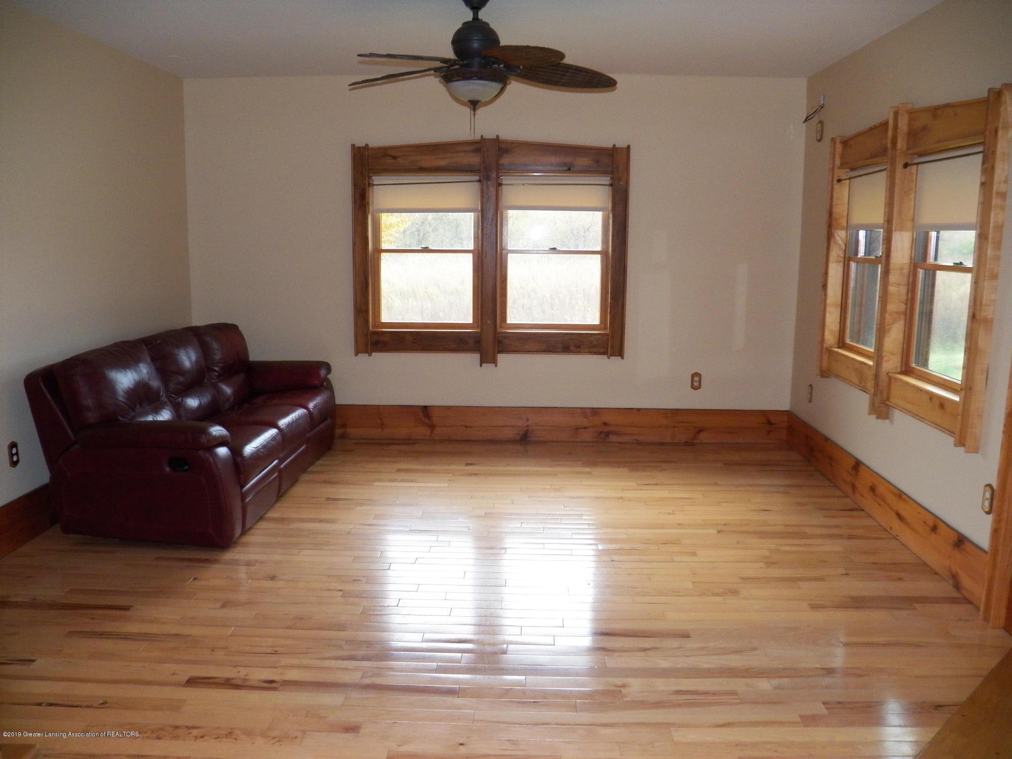 1584 W Barnes Rd - living room - 6