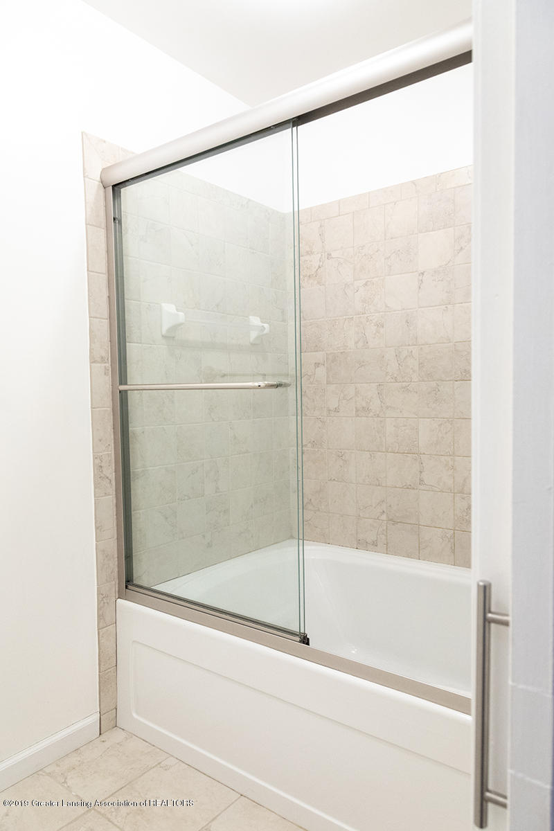3722 Cavalier Dr 6 - Master Ensuite Shower - 24