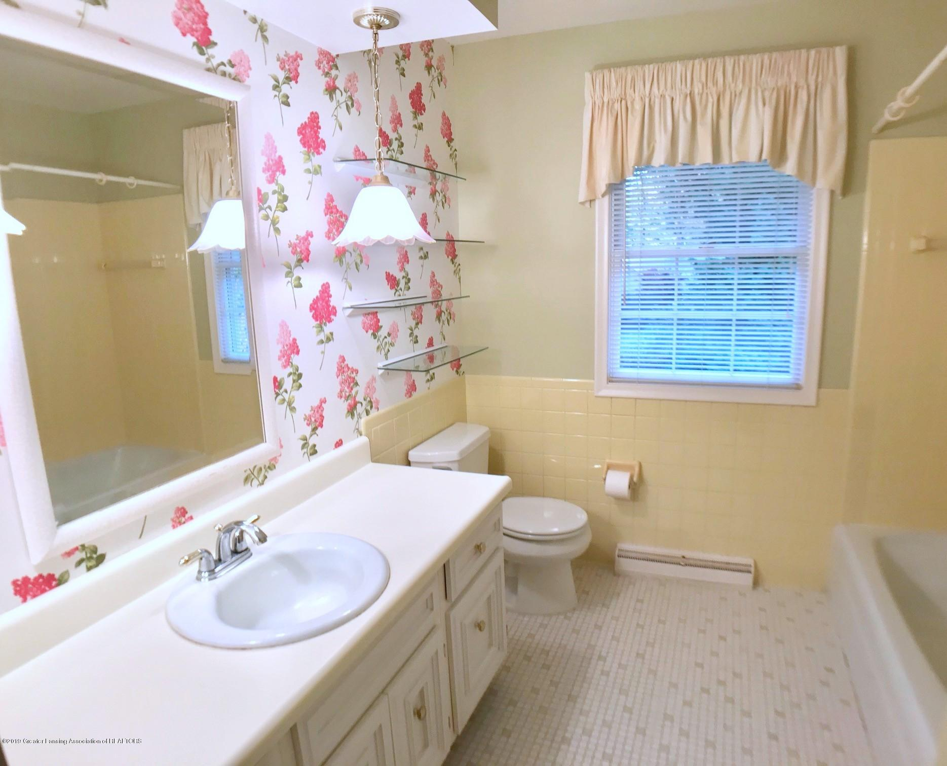 1854 Penobscot Dr - Second Level Full Bath - 22