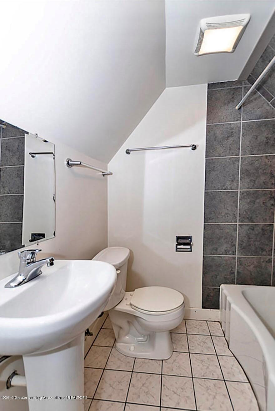 556 N Hagadorn Rd - bathroom - 8