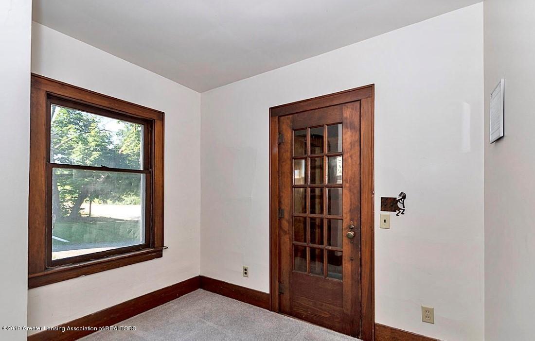 556 N Hagadorn Rd - living room - 10
