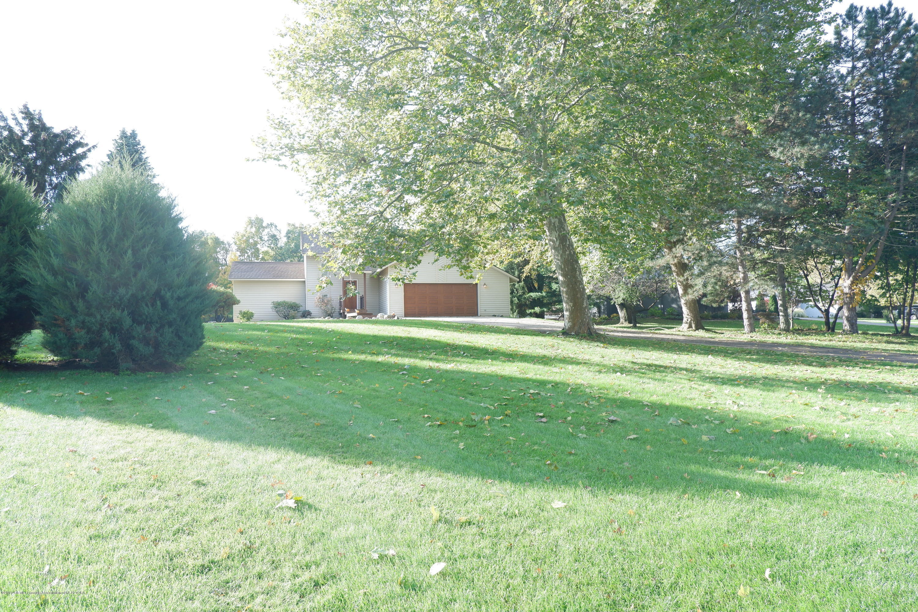 8933 W Scenic Lake Dr - Large .4 acre yard! - 2