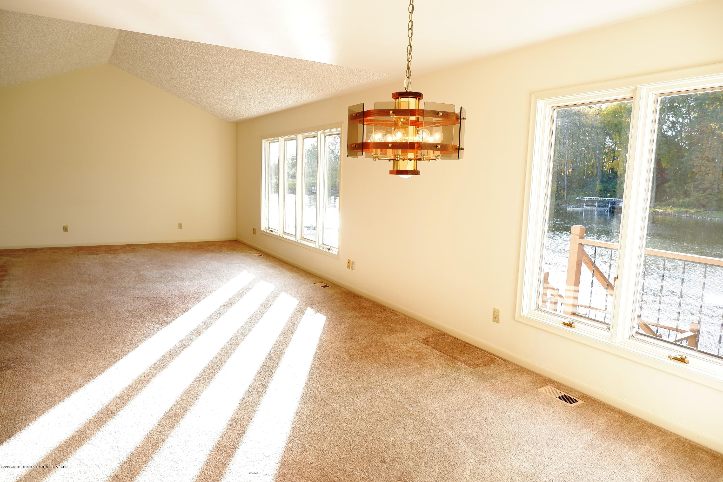 8933 W Scenic Lake Dr - Open to dining room - 10