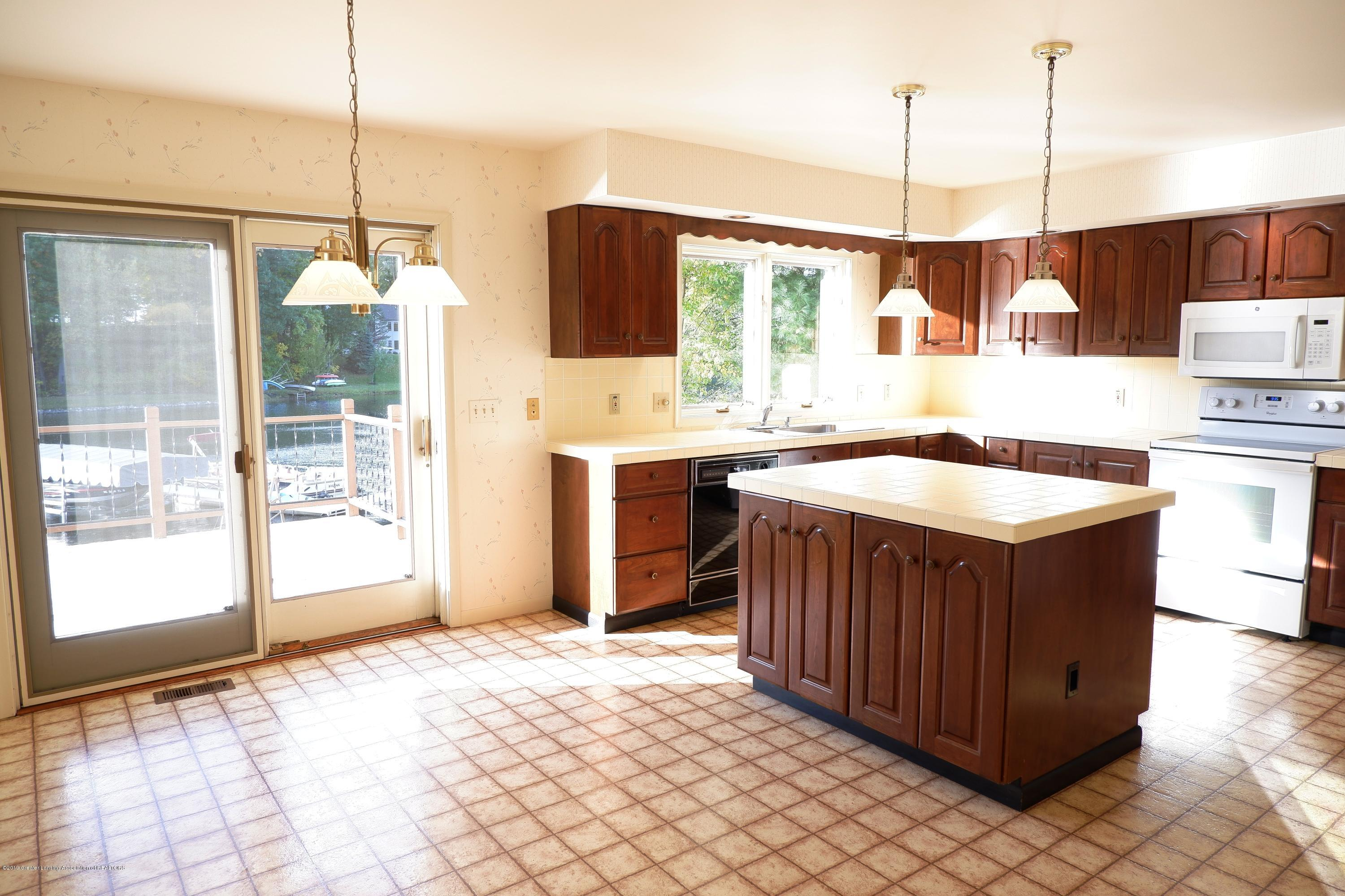 8933 W Scenic Lake Dr - Large, open kitchen - 16
