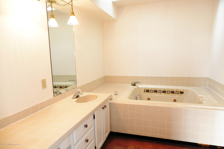 8933 W Scenic Lake Dr - Main bathroom - 25