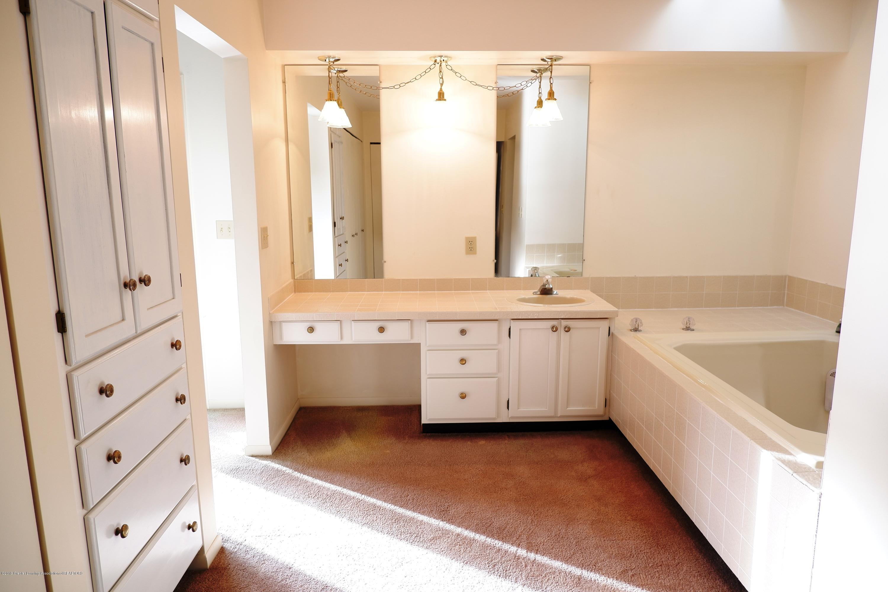 8933 W Scenic Lake Dr - View of master bathroom - 29