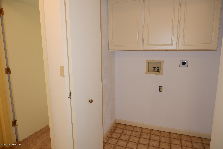8933 W Scenic Lake Dr - Hallway laundry area - 39