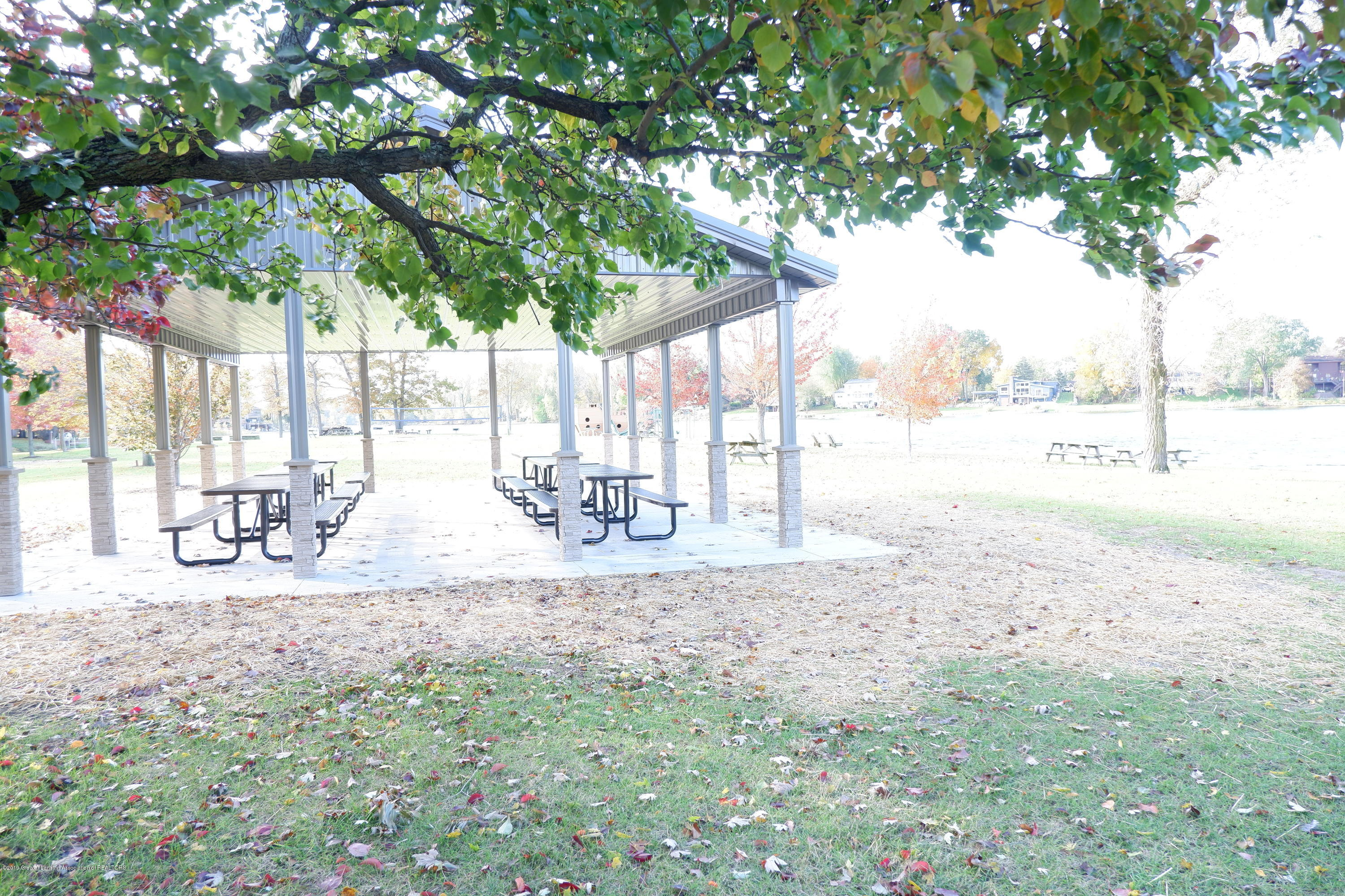 8933 W Scenic Lake Dr - Covered picnic table area - 42