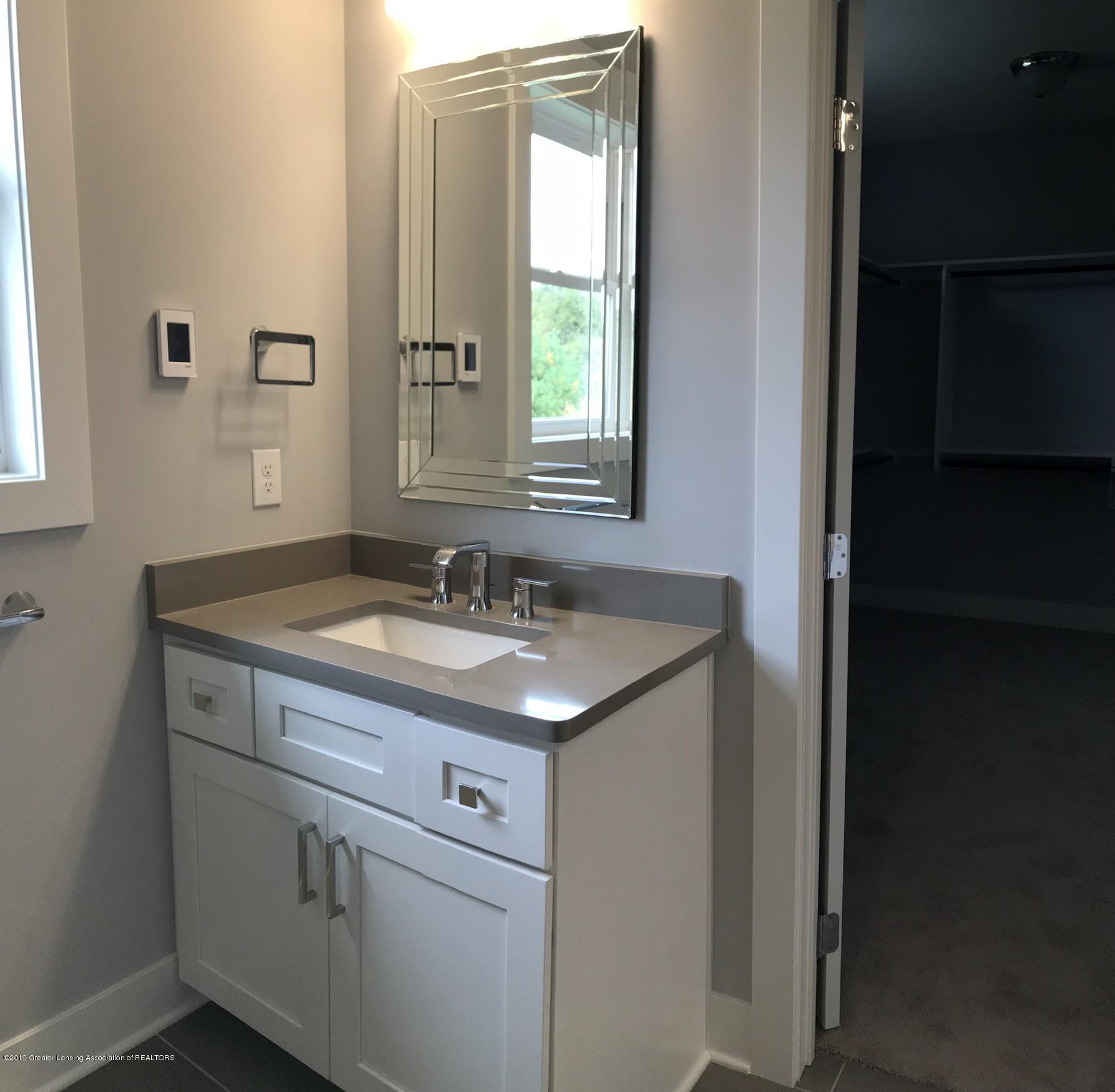 2156 Fresno Lane - Owners Bath - 16