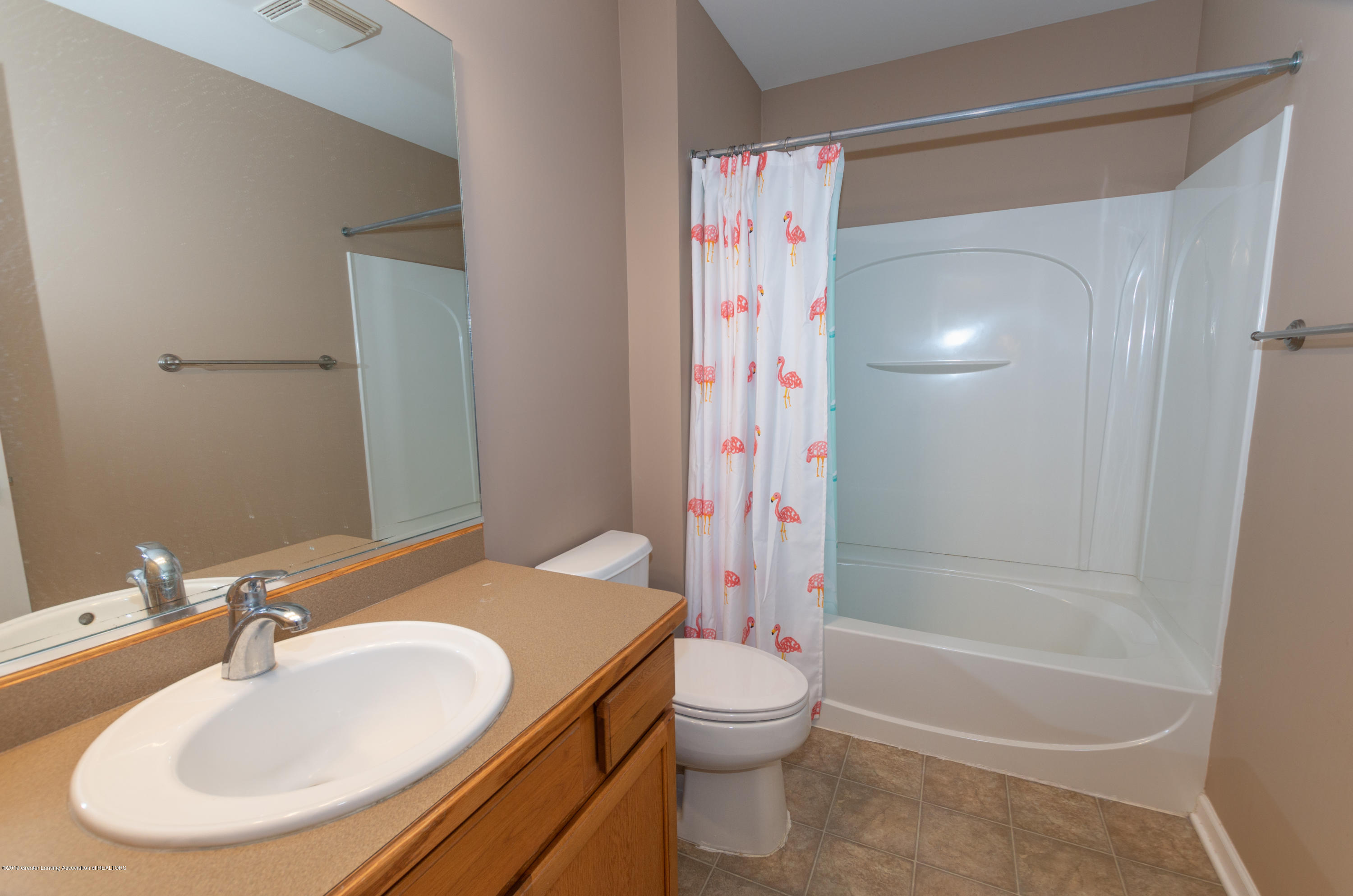 2733 Elderberry Dr - Full Bathroom - 16